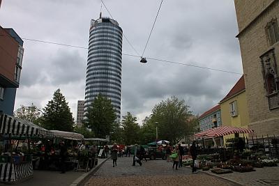 Der Kirchplatz - heute noch grüner Markt, künftig ein Teil des ECE-Centers?