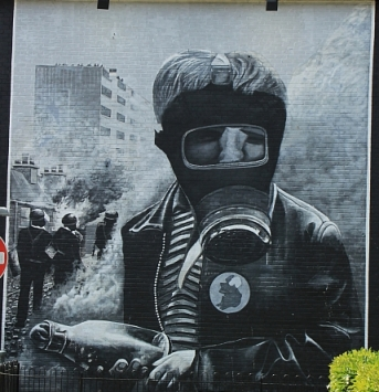 Petrol Bomber, East Side Gallery Derry, Nordirland