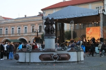 Springbrunnen auf dem Marienplatz - vielleicht kitschig, aber bei Kindern äußerst beliebt.