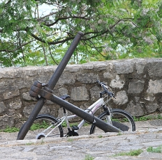 In Herceg Novi gehen nicht nur Schiffe, sondern auch Fahrräder vor Anker.