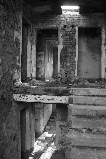 Jena 2013 - das ehemals sowjetische Militärgelände wurde den Alteigentümern zurück gegeben - mit einer Entschädigung für die darauf stehenden, damals noch intakten Gebäude.
